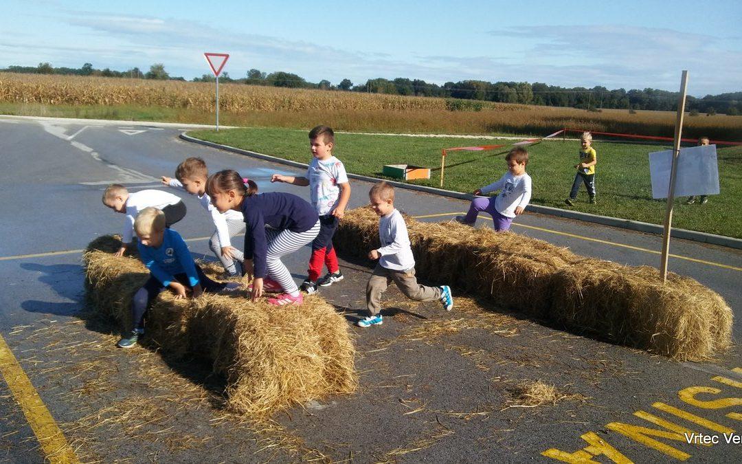 Sodelovanje otrok starejše skupine na 3. Športnih igrah vrtca Cezanjevci